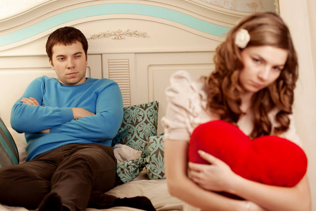 【PMSで別れがよぎる…】月経前症候群で彼に理解してもらえず辛いときにオススメの解決方法や映画・本の紹介♡