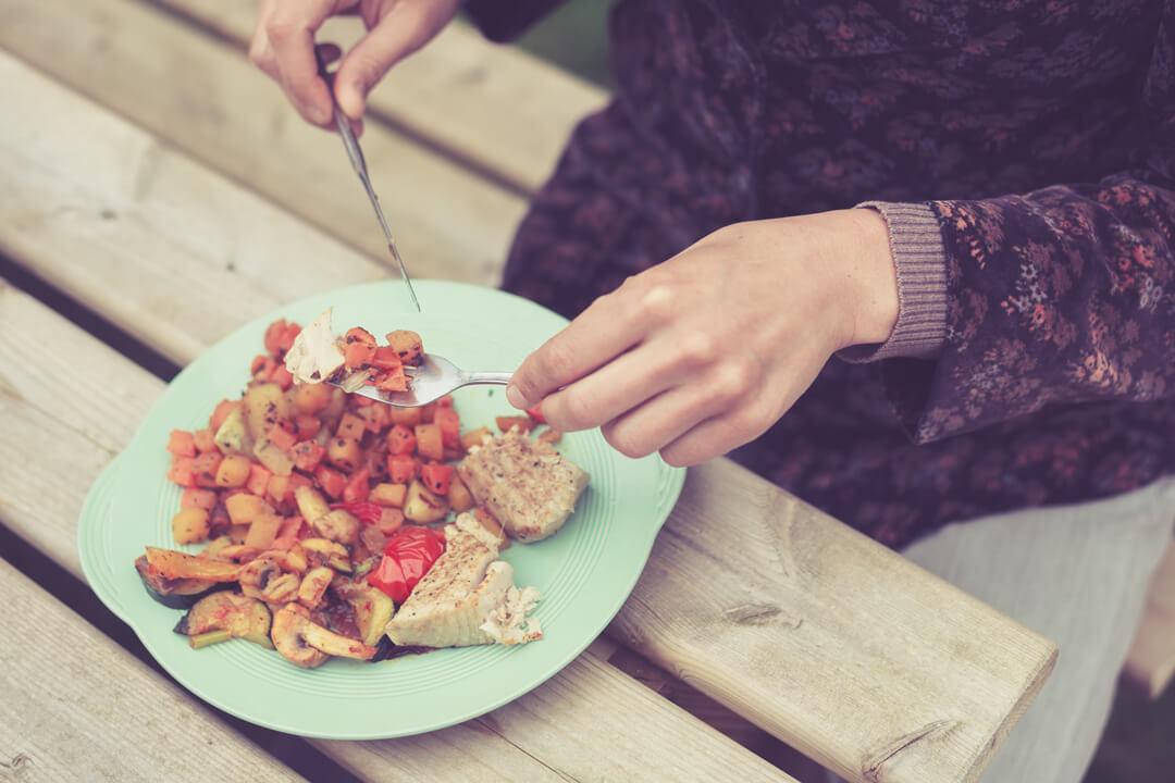 【30代からのバストアップ法】簡単な筋トレと食事で夏までにモテバストを作るっ♡