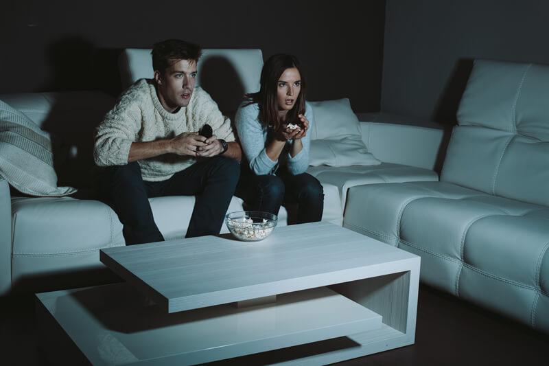 おすすめのホラー映画28選! 幽霊/殺人/狂気…カップルでの家デートにもおすすめなヒヤヒヤが止まらない絶叫ホラー特集!!