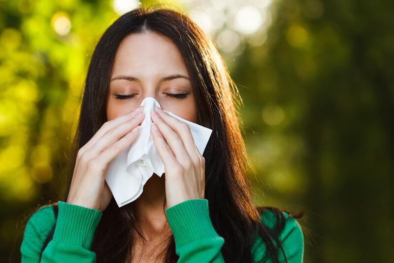 意外とキツイ秋の花粉(ブタクサ/よもぎ/カナムグラ)の特徴・症状・対策とは?