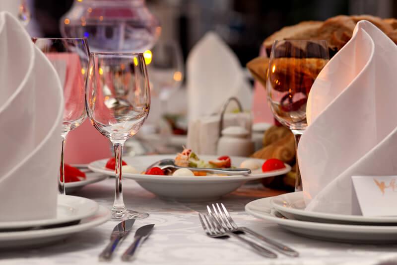 【上品に】ホテルで食事をするときの美しいテーブルマナー(ディナーやランチ、ビュッフェなど)