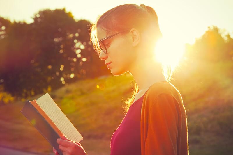 【大人と本】自己肯定感を高めて自分を好きになる為に役立つ本23冊を紹介