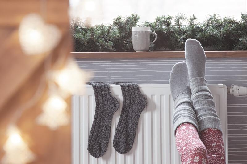 職場で足が寒い時の10の対策と冷え取りグッズ紹介