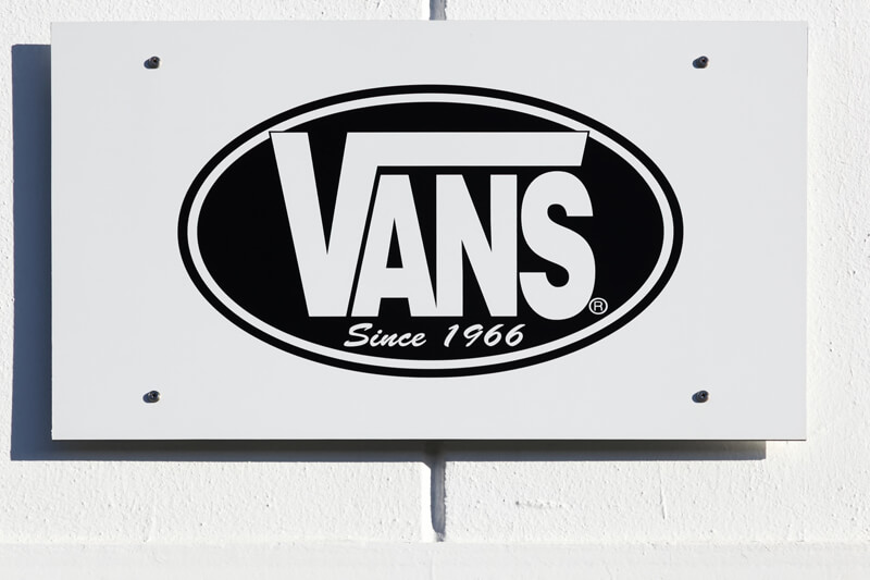 【VANS・オールドスクール】 サイズ感を意識した大人のカジュアルコーデ特集