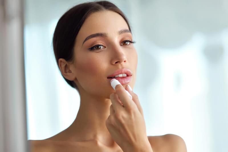 【保存版】唇の乾燥の原因10個と本気で治すためのおすすめリップ