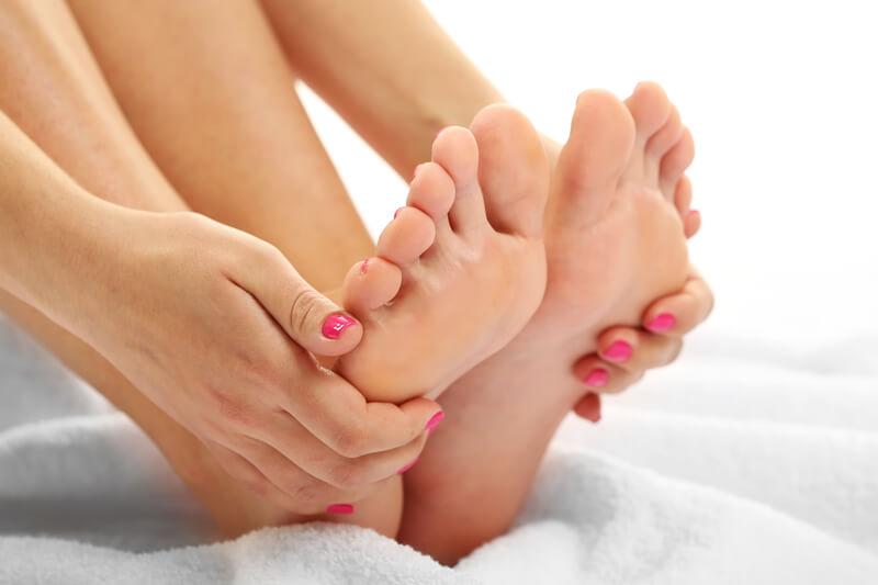 【女性は水虫になりやすい!?】水虫の改善には靴下の素材選びが重要です!