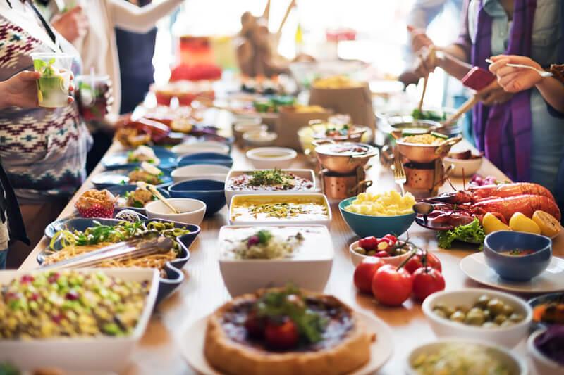 【2018最新版】立食パーティの基本マナー・大人女性の上品な振る舞いを紹介します