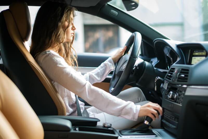 【2018】大人女性が車を購入するときのコツとおすすめの車を特集