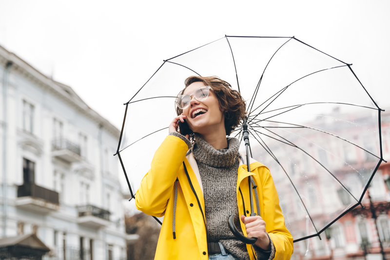 【2018レインファッション】ジメジメした梅雨でも通勤が楽しくなる・・・